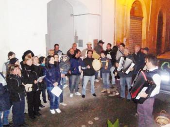 COMPAGNIA SANTU LUCA_canta Santu Lazzaru (foto 2011) galatone