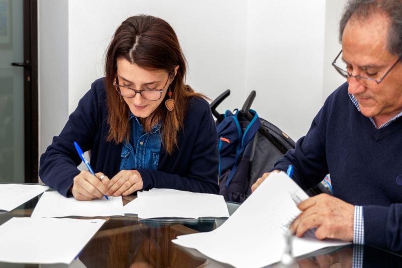 Simona Palese con un funzionario comunale