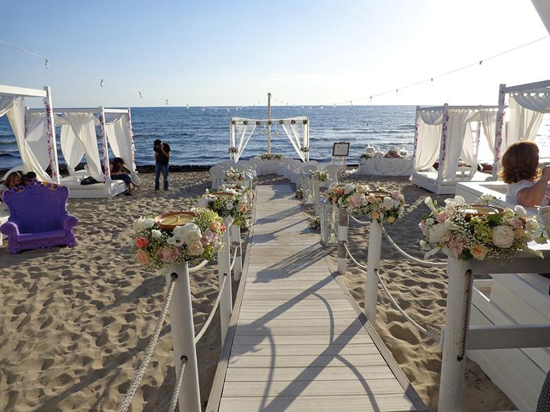 Matrimonio Spiaggia Gallipoli : Matrimoni sulla spiaggia e prima tintarella quot zeus beach