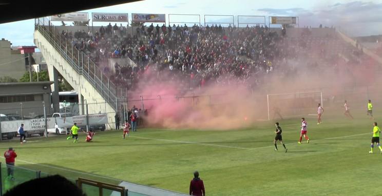 calcio---casarano-barletta-24.4.2016---tifosi-allo-stadio---foto-di-Tommaso-De-Nuzzo