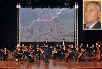 Cosimo Preite e l'orchestra del liceo musicale diretta da Francesco Muolo