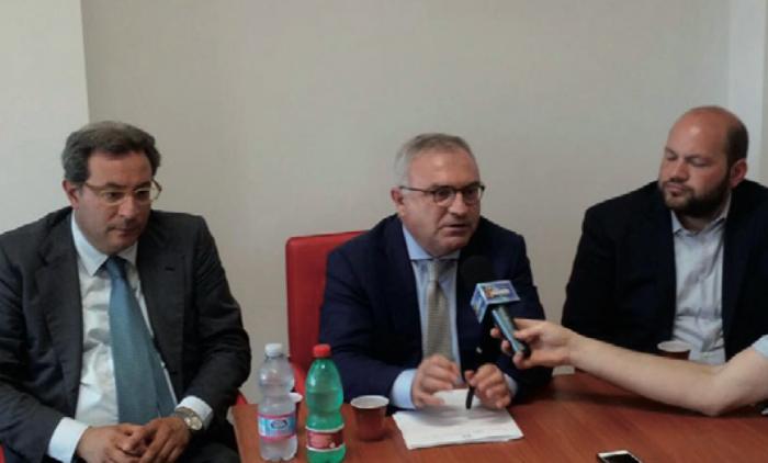 Da sinistra l'ex Commissario straordinario Guido Aprea, il prefetto Claudio Palomba e il sinadco Stefano Minerva