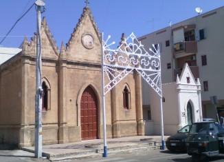 La chiesetta del Carmine e accanto l'antica cappella votiva