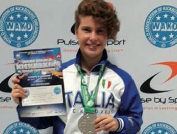Francesca Niso, 17 anni, sul secondo gradino del podio nella categoria juniores ai mondiali irlandesi di kick boxing che si sono svolti dal 29 agosto al 4 settembre