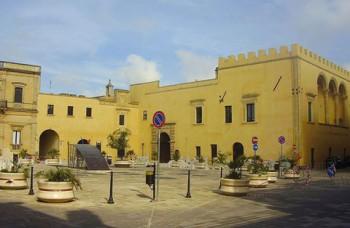 Piazza-didel-popolo-e-palazzo-baronale-Presicce
