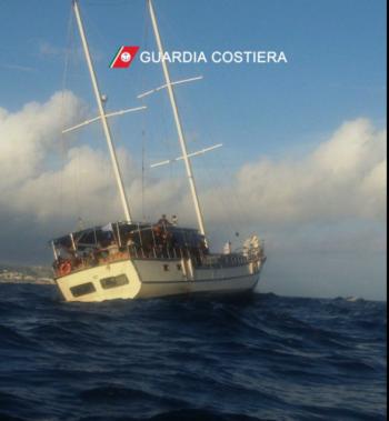 barca a vela migranti