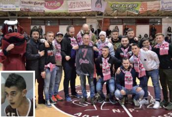 Il presidente Durante, Bjelic e i tifosi del Castellaneta con i quali è nato un gemellaggio. Nel riquadro, Cosimo Iacomelli (foto M. Caputo)