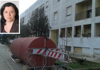 La cisterna che permette gli approvigionamenti su via Cattaneo e l'avvocato Maria Greco, legale dei condomini