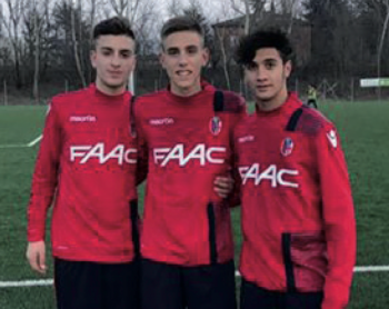 Da sinistra Marco Fattizzo, Pier Paolo D'Errico ed Emanuele Tundo con la maglia del Bologna nel provino sostenuto a Casteldebole