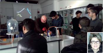 """I laboratori del Liceo scientifico """"Vanini"""" e, nel riquadro, la dirigente Maria Grazia Attanasi. Grazie ad un progetto condiviso con """"ArcheoCasarano"""" gli studenti si cimenteranno in attività di archeologia sperimentale"""