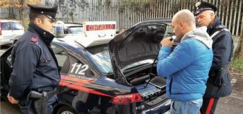Un controllo dei carabinieri con l'etilometro: lo sforamento della soglia deve essere confermato da due test consecutivi