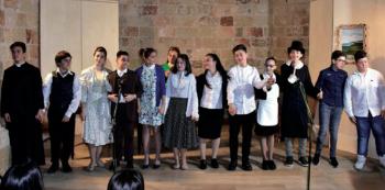 """Nella foto di Alberto Caputo un momento della rappresentazione """"Rondini"""", portata in scena dai ragazzi della classe 3C della secondaria di primo grado, lo scorso 27 aprile"""