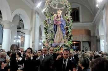 La processione in chiesa (foto Leonardo Greco)