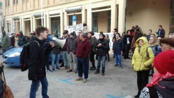 Il raduno antifascista dell'11 marzo scorso, davanti al Comune