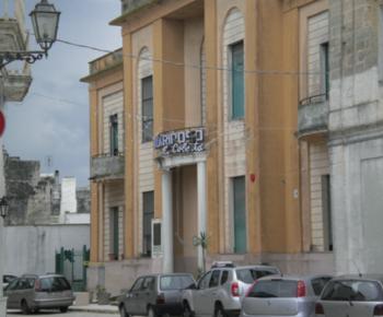 """La struttura conosciuta come casa di riposo """"Epifanio Coletta"""" , costruita negli anni '60 grazie ad un cospicuo lascito in denaro da parte del benefattore, dal quale prese il nome"""
