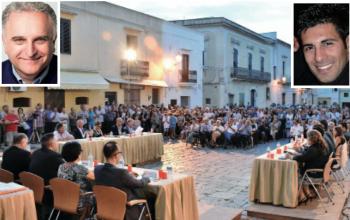 Il primo Consiglio comunale svoltosi in piazza San Giorgio (foto Raffaele Leopizzi). In alto, da sinistra, il sindaco Giorgio Toma e il neo eletto presidente del Consiglio comunale Enrico De Simone