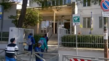 Scuola Polo 2 Casarano - defibrillatore