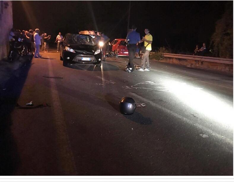 Tragico schianto tra moto e auto sulla provinciale: muoiono marito e moglie