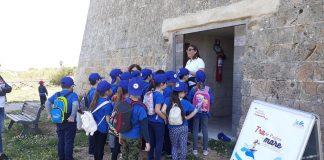 """I bambini durante un appuntamento del progetto """"Tra le pagine del mare"""""""