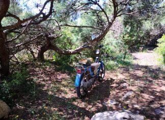Il ciclomotore rinvenuto nel parco di Portoselvaggio
