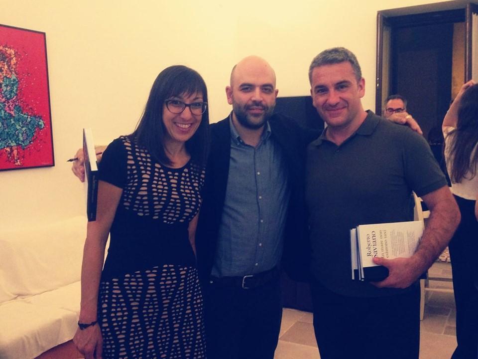 Michela Santoro e Andrea Cacciatore con Roberto Saviano